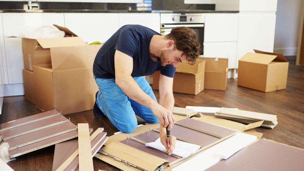 Помощник сборщика мебели