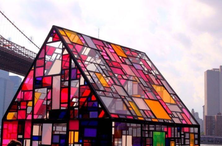 Организация выполнит установку витражей на фасады зданий и сооружений.