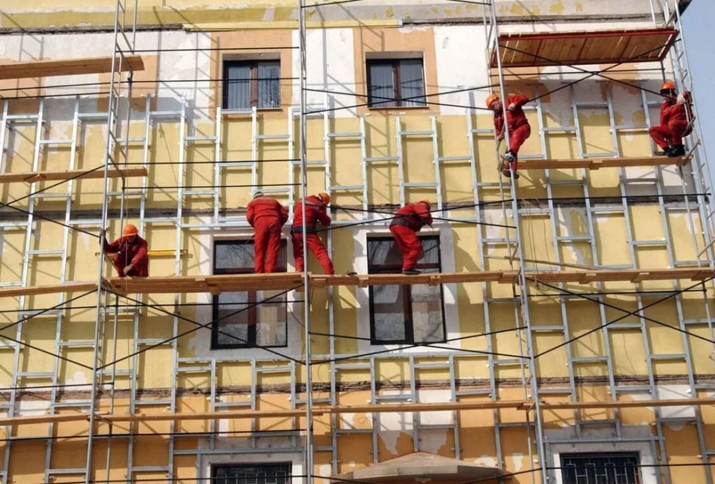 Организация выполнит фасадные работы на многоэтажных,малоэтажных домах,торговых центрах