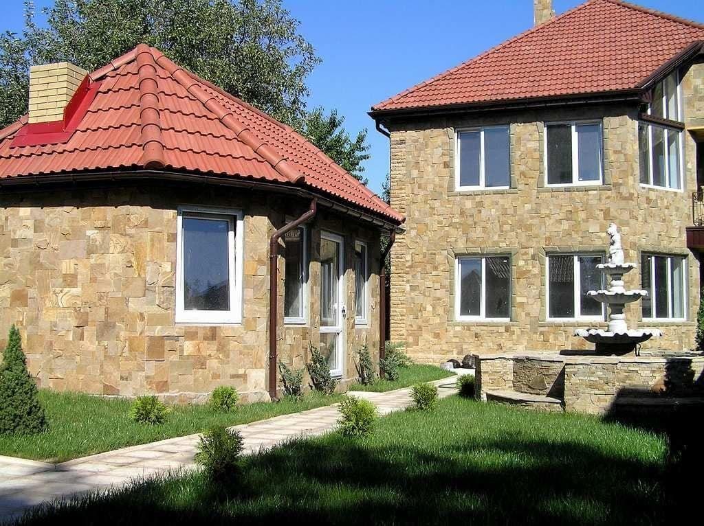 Природный натуральный камень для отделки фасадов, а так же брусчатка .
